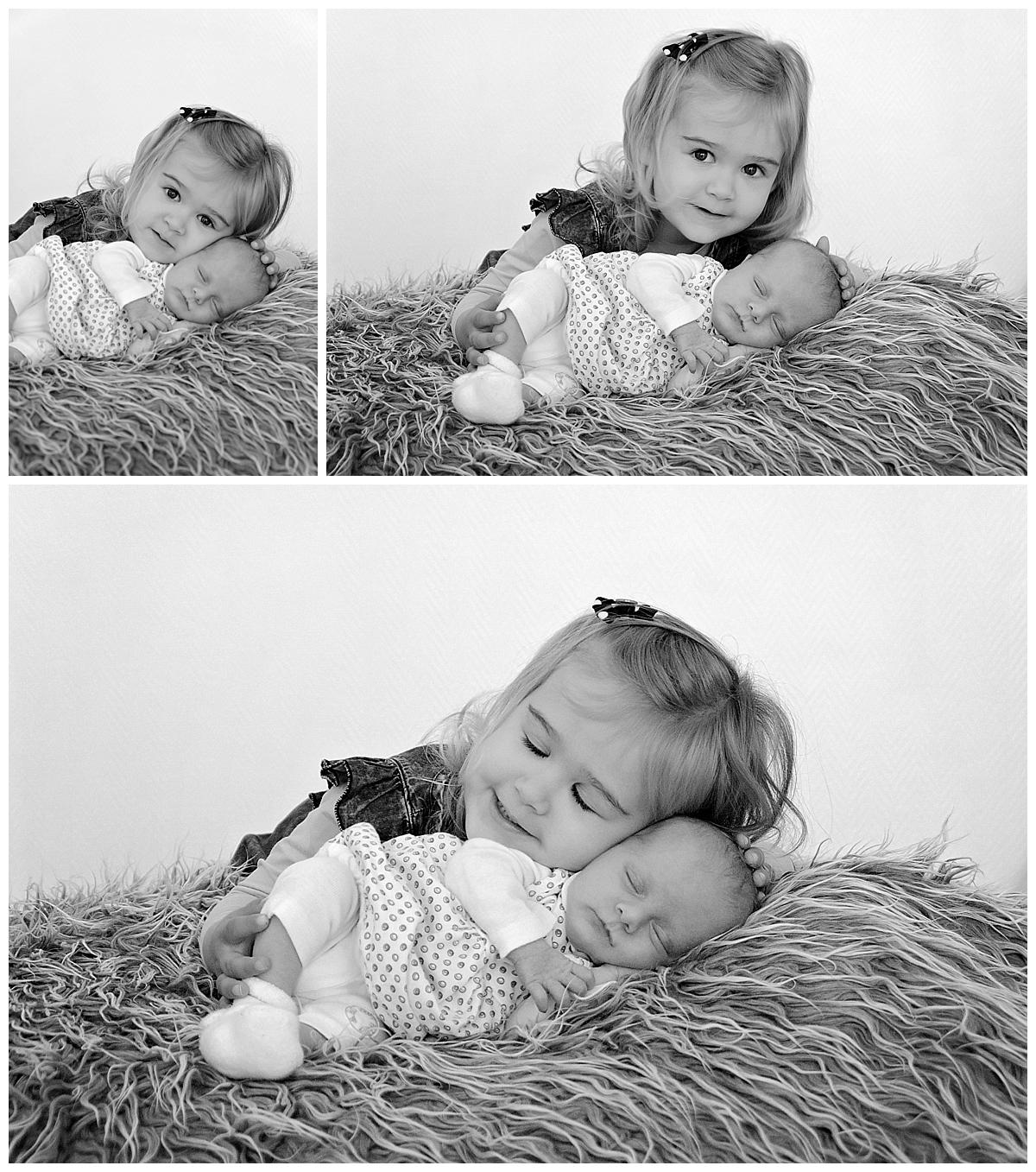 nouveau né avec grande soeur