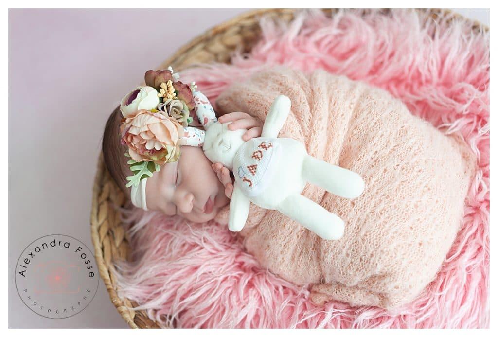 bébé avec doudou